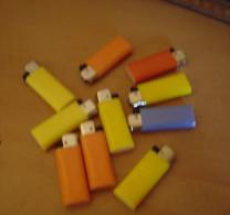 LOT DE  10  MINI BRIQUETS   PLEINS   A  SAISIR - Lighters