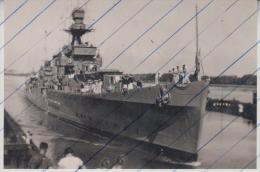 120057 Foto Photo One Of 4 Unknown British Destroyer 1934 With Kreuzer HMS Leander At Brunsbüttel - Boten