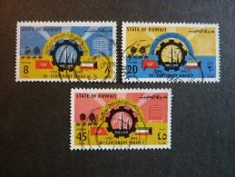 KOWEIT, ann�e 1962, YT n� 174-175-176 neufs, tr�s l�g�re trace charni�re