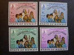 KOWEIT, ann�e 1968, YT n� 389 � 392 neufs, tr�s l�g�re trace charni�re