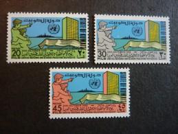 KOWEIT, ann�e 1968, YT n� 408 � 410 neufs, tr�s l�g�re trace charni�re