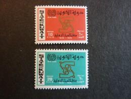 KOWEIT, ann�e 1969, YT n� 444 et 445 neufs, tr�s l�g�re trace charni�re