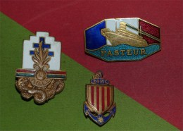 insigne lot de trois insignes