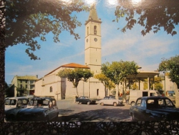 < Automobile Auto Voiture Car >>  Oraison La Place De L'église - Passenger Cars