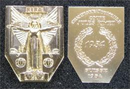 1954 FIFA-Medaille - Goldfarbenes Replikat - Entriegelungschips Und Medaillen
