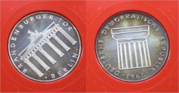 "1967 DDR-Medaille  ""Brandenburger Tor Berlin"" - [10] Commémoratives"