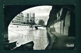 FRANCE  -  Paris  Promenade Sous Les Ponts  Used Postcard As Scans - France