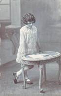 23994 Carte Photo Enfant Fille Fillette  Girl Table - Photographe Bolve Chalon Sur Marne -france - Portraits
