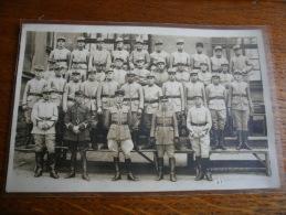 GROUPE DE SOLDATS - PHOTO - RIEN D'INSCRIT AU VERSO - PHOTO ANNEES 1934 - Régiments
