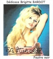 SUPERBE Autographe Original De Brigitte BARDOT Au Feutre NOIR Sur Photo Format 13X15 Cm - Autographes