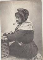 Cpa Fantaisies    Femme A La Pipe Les Bonnes Gens De Chez Nous La Vieille Mac Harit Et Sa Pipe Pays De Leon  Landivisiau - Femmes