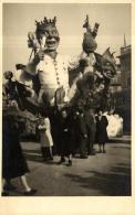 81602 - Carte Photo    Le Roi  Char de Carnaval
