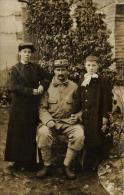 81605 - Carte Photo    Famille Militaire avec leur petit gar�on