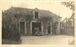 81611 - Carte Photo    Cour d'une Maison avec vieille voiture