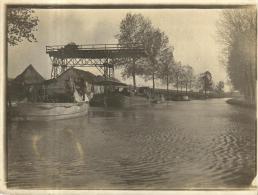 81615 - Carte Photo   Personnages sur une Barque et  P�niche sur le Canal