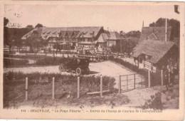Cpa 14 DEAUVILLE La Plage Fleurie Entrée Du Champ De Courses De Clairefontaine , Animée, Automobile Ancienne - Deauville