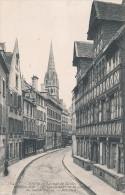 CAEN  (14) LA RUE DE GEOLE - Caen