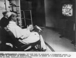 Photo  De Presse - PAPE  - PAUL VI  Assiste à L'opération  APOLLO 11  En 1969 - Personnes Identifiées