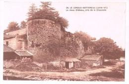 LE LOROUX - BOTTEREAU . Le Vieux Château  , Pris De La Chaussée . - Francia