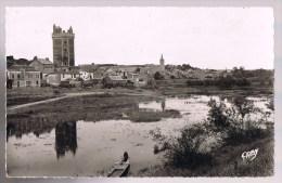 OUDON . La Tour , L'Eglise Et Le Bassin . - Oudon