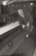 5379- OLD MAN PLAYING BOWLING, POSTCARD - Bowling