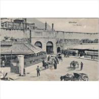 GBTTP1350C-LFT1978.Tarjet A Postal De GIBRALTAR.Mercado,carros De Transporte Con Caballos.Puerta Norte,de 2 Arcos - Edificios & Arquitectura