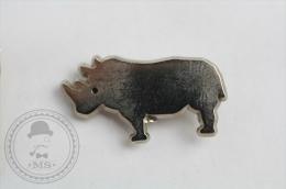 Rhinoceros/ Rhino Chromed Colour - Pin Badge #PLS - Animales