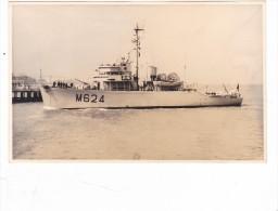 bateau batiment militaire dragueur de mines colmar M 624 signee dewulf pottier  + equipage