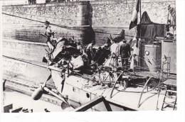 bateau batiment militaire contre torpilleur obusier photo arriere arrach� par mine 1916