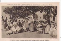 ANGOLA SOEUR EUROPEENNE ET SOEUR INDIGENE A LA LECON DE COUTURE - Angola