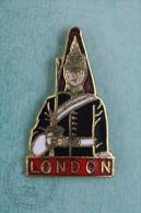 London Officer/ Police - Pin Badge #PLS - Policia