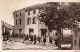 63 - SAINT REMY DE CHARGNAT - ENTREE DE LA PLACE DE L ORMEAU  - Edt Rouvet N°3 - Altri Comuni