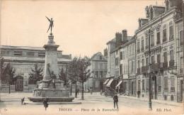 CPA Troyes Place De La Bonneterie (animée) M482 - Troyes