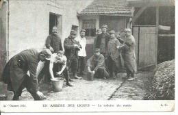 35 - EN ARRIERE DES LIGNES - LA TOILETTE DU MATIN ( BON PLAN ) - War 1914-18