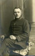 Soldat Allemand Assis Uniforme Valenciennes France WWI Studio CP Photo Ancienne Guerre 1918 - Guerra, Militares