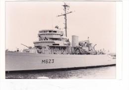 bateau batiment militaire dragueur Baccarat M  623 a brest 1982