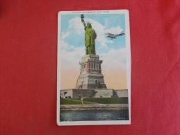 New York> New York City >Airplane By Statue Of Liberty  Trimed Bottom Right Side Ref 1568 - Statue Of Liberty