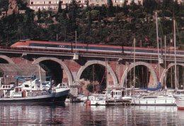 VAR 83 ANTHEOR ST RAPHAËL LE TGV 802 NICE LYON PARIS VIADUC ET PORT DE LA RAGUE - Saint-Raphaël