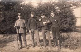 Carte Photo Réelle - Prisonniers Belge + Soldat Allemand - Weltkrieg 1914-18