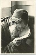 Jood In De Synagoge, Jew Reading A Holy Book In The Synagoge, Juif Lisant Un Livre Saint à La Synagogue - Judaisme
