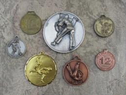 1 lot de 7 medaille sport - judo  - basket