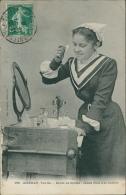 85 AIZENAY / Jeune Fille A Sa Toilette, Etude De Coiffes / - Aizenay
