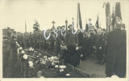 Mechelen / Malines Octobre 1944 -  Défilé Des F.F.I. Devant Des Tombes De Soldats - Fotokaart ( Verso Zien ) - Malines