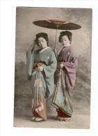 JEUNES FILLES JAPONAISES EN COSTUME TRADITIONNEL - Japon