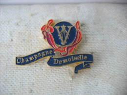 """Pin´s Pub Du Champagne """"Demoiselle"""" - Boissons"""