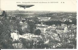 3850 - DIRIGEABLE EVOLUANT AU DESSUS DE MEUDON - Meudon