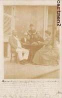 CARTE PHOTO : UNE PARTIE DE CARTE AVEC UN CURE A VOUVRAY CARTES A JOUER JEU 1900 - Cartes à Jouer