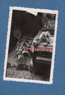 Photo Ancienne - Un Constructeur De Barque / Bateau - Travail Du Bois - ébéniste - RARE - Mai 1947 - Barcos