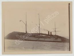 """(Nouvelle-Calédonie) Archive Lucien Bernheim. Photo N° 49. Le Paquebot """"Ville De La Ciotat"""" échoué Sur L'Ile Nou. 1900. - Places"""