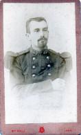 - Belle PHOTO D´un Soldat Avec N°45 Sur Le Col , Photographe De LAON, Aisne  - 164 - Guerre, Militaire